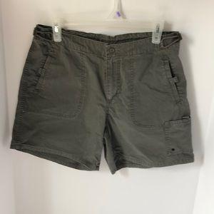 Columbia Womens cargo shorts Medium